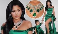 Kylie Jenner diện váy 'hàng thửa' xẻ cao tôn ngực nảy nở
