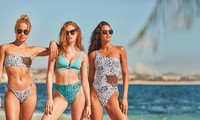 Dàn mỹ nhân chân dài Victoria's Secret dáng tuyệt đẹp trên biển