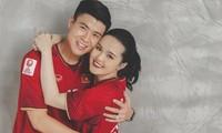 Cặp đôi Duy Mạnh - Quỳnh Anh mặc áo cầu thủ chụp ảnh cưới