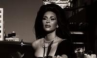 Kim Kardashian ngực đầy nóng bỏng cưỡi mô tô cực chất