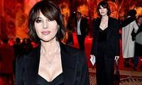 Biểu tượng gợi cảm Monica Bellucci 'lấp ló' ngực đầy