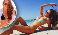 Hai siêu mẫu xứ Samba diện bikini 'nóng rực' trên biển