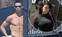 Ronaldo cởi trần tắm nắng khi tự cách ly tại nhà