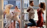 Cách ly ở Paris, nữ blogger và bạn trai mỗi ngày tung một clip 'lầy lội' hết cỡ