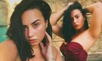 Demi Lovato diện áo bơi tôn 'vòng 1' nảy nở