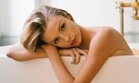 Người mẫu 9x Madi Teeuws táo bạo cởi áo che ngực đầy