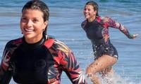 Sofia Richie xinh đẹp rạng ngời, đùa giỡn sóng biển ở Malibu