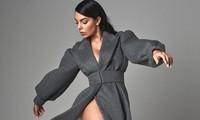 Bạn gái Ronaldo táo bạo khoác áo xẻ cao 'bất tận'