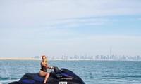 Bạn gái Ronaldo lái mô tô nước nóng bỏng trên biển