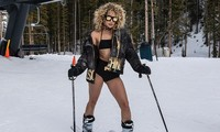 Người mẫu nóng bỏng Jasmine Sanders mặc bikini trượt tuyết