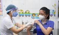 Những mũi tiêm vắc xin COVID-19 đầu tiên tại Hà Nội, Hải Dương và TPHCM