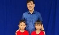 Ban Giám hiệu nhà trường tuyên dương em Phong và Quang.