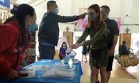 100% khách đeo khẩu trang, rửa tay trước khi vào chợ Đồng Xuân