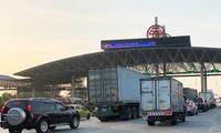Trạm BOT Pháp Vân - Cầu Giẽ tắc kéo dài trước giờ 'bị dừng' thu phí