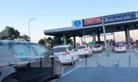 Làn thu phí không dừng ETC tắc cứng trong chiều qua và sáng nay.