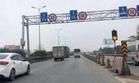 Từ 80km/h, cầu Thanh Trì sẽ được hạ tốc độ phương tiện xuống 60km/h từ 16/3. Ảnh: T.Đảng