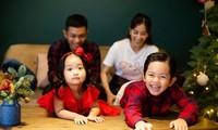Kubi và Anna lộ biểu cảm cực 'hot' ngày 1/6, cư dân mạng 'dậy sóng' vì Khánh Thi khéo sinh
