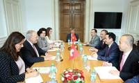 Phó Thủ tướng Vương Đình Huệ làm việc với Bộ trưởng Bộ Kinh tế Thuỵ Sỹ Johann Schneider-Amman