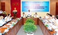 Thủ tướng Nguyễn Xuân Phúc nghe các nhà khoa học đóng góp ý kiến. Ảnh Quốc hội