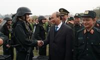 Thủ tướng Nguyễn Xuân Phúc thăm Bộ Tư lệnh Cảnh sát cơ động (ảnh Q.H)