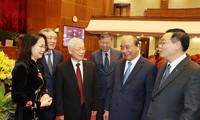 Tổng Bí thư, Chủ tịch nước Nguyễn Phú Trọng và Thủ tướng Nguyễn Xuân Phúc tại Hội nghị T.Ư 2 (ảnh TTXVN)