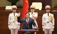 Tân Thủ tướng Phạm Minh Chính thực hiện nghi thức tuyên thệ (ảnh Nhật Minh)