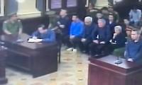 Bất ngờ Vũ 'nhôm' được tòa bố trí ngồi riêng viết lời khai