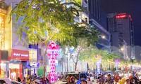 Đường phố Sài Gòn rực rỡ sắc màu chào đón năm 2020
