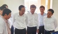 Phó Chủ tịch Thường trực UBND TPHCM Lê Thanh Liêm kiểm tra công tác phòng, chống nCoV tại Bệnh viện dã chiến cở sở 1 tại Củ Chi - Ảnh: SGGP