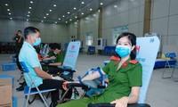 Hơn 1000 cảnh sát hiến máu cứu người