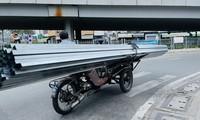 TPHCM: Tái diễn xe 'cà tàng' chở hàng cồng kềnh dạo phố