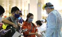 TPHCM lấy mẫu xét nghiệm toàn bộ nhân viên sân bay Tân Sơn Nhất