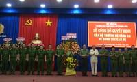 Thượng tướng Nguyễn Văn Thành, Thứ trưởng Bộ công an đã trao quyết định của Bộ trưởng Bộ Công an. Ảnh Đức Mừng.