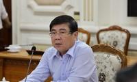 Chủ tịch UBND TPHCM Nguyễn Thành Phong chủ trì cuộc họp phòng chống dịch bệnh COVID-19. Ảnh TTBC