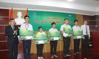 ĐHQG TP. HCM trao 600 triệu đồng học bổng cho sinh viên
