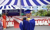 Chàng cử nhân Việt Nam học say mê sáng chế