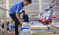 Ngày hội tặng sách và giáo trình cho tân sinh viên