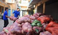 """Bạn trẻ TP. HCM """"giải cứu"""" nông sản cho nông dân Hải Dương"""