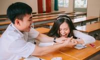 Cặp đôi về lại trường cũ chụp ảnh cưới siêu cute