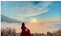 Lặng ngắm biển mây trên đỉnh Tà Xùa