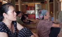 Gia đình thủ môn Tiến Dũng cổ vũ Olympic Việt Nam trên nhà sàn
