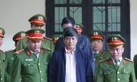 Cựu tướng Nguyễn Thanh Hóa trong phiên tòa sáng nay