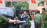 Lực lượng chức năng tiến hành các thủ tục khám xét và bắt tạm giam Vũ Trọng Lương ngày 20/7/2018