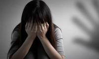 Bị ngăn cản đi chơi, con gái tố bố đẻ xâm hại tình dục