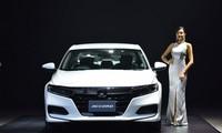 Honda Accord 2019 giá từ 1,09 tỷ đồng cạnh tranh Toyota Camry
