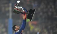 Nhìn gần Messi và đồng đội ở Barca hân hoan nâng Cup La Liga