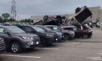 Lốc xoáy tàn phá hơn 500 ôtô Toyota và Chevrolet