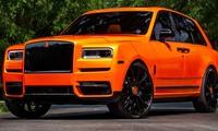 Chiếc xe này được bọc ngoại thất màu cam với các chi tiết trang trí đen bóng.