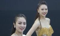 Những 'bóng hồng' khoe sắc tại triển lãm ôtô ở Hà Nội