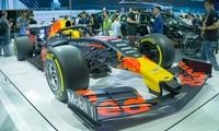'Mục kích' hai chiếc xe đua F1 tại triển lãm VMS 2019